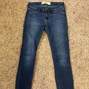 booty boosting holister jeans